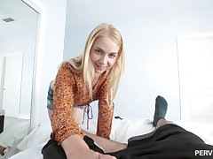 Sarah Vandella prepares her tochis with fingers for A number sex forever