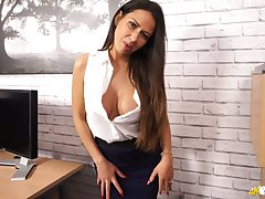 Nice dark haired nympho Roxxy Lea exposes her racy big knockers